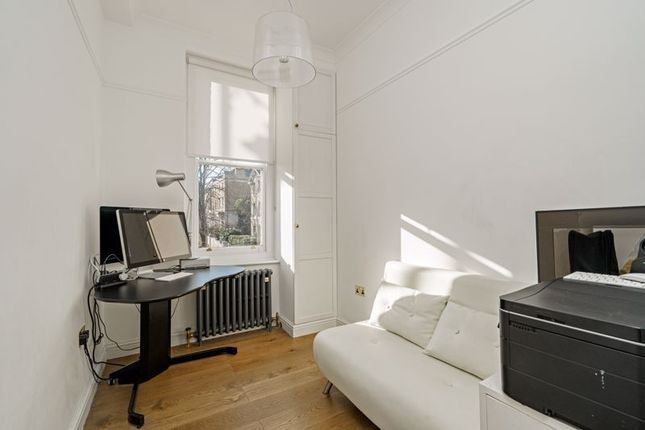 Bed 3 / Office of North Grove, Highgate Village, London N6
