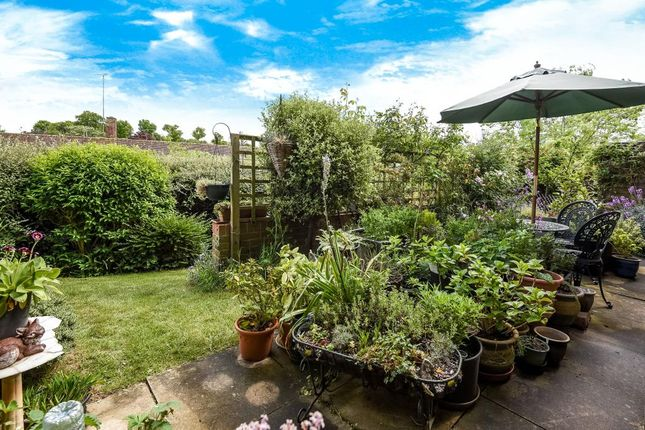 2 bed flat for sale in Windlesham, Surrey