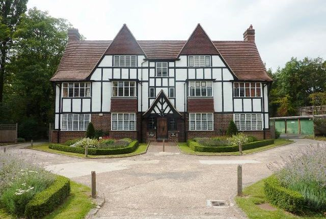 Flat to rent in Monks Drive, West Acton