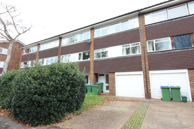 Thumbnail Town house to rent in Garrick Gardens, West Molesey