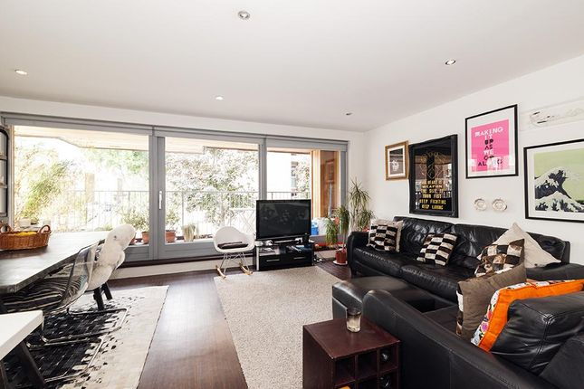 2 bed flat to rent in Claremont Court, 5 Copperfield Mews, London