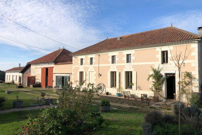 Thumbnail Villa for sale in St Bonnet Sur Gironde, Charente-Maritime, Nouvelle-Aquitaine