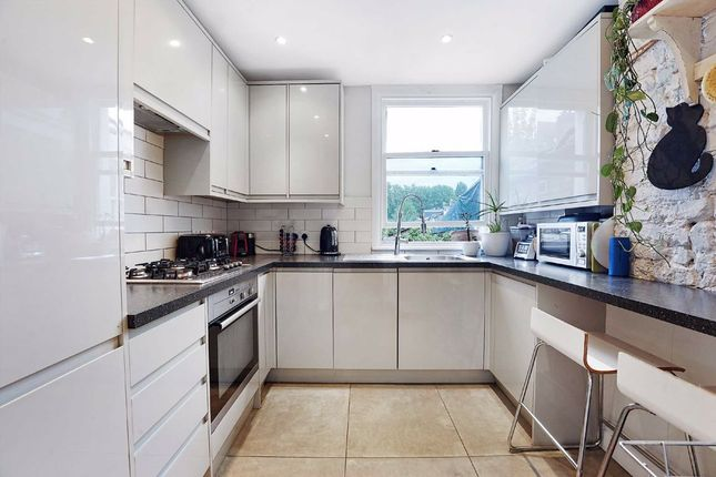 3 bed flat for sale in Battersea Rise, London SW11