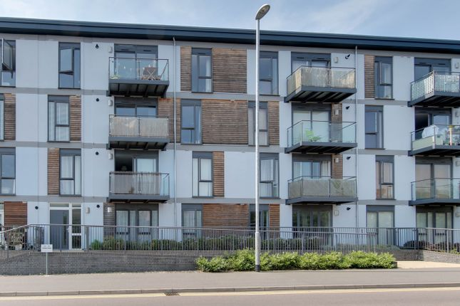 Thumbnail Flat for sale in Turner Road, Colchester