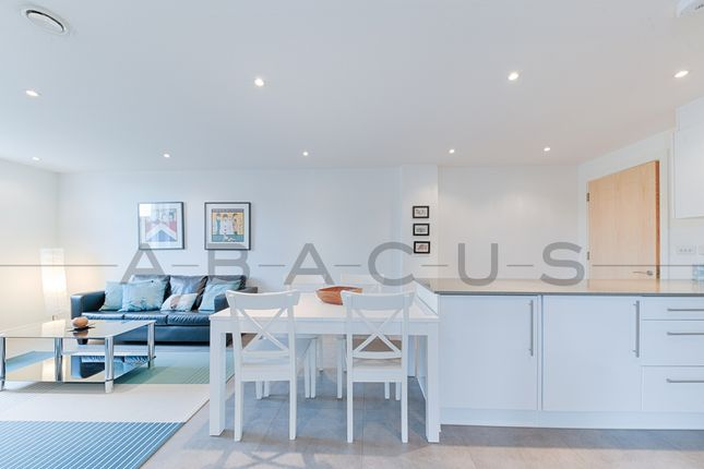 Thumbnail Flat for sale in Metropolitan Court, High Road, London