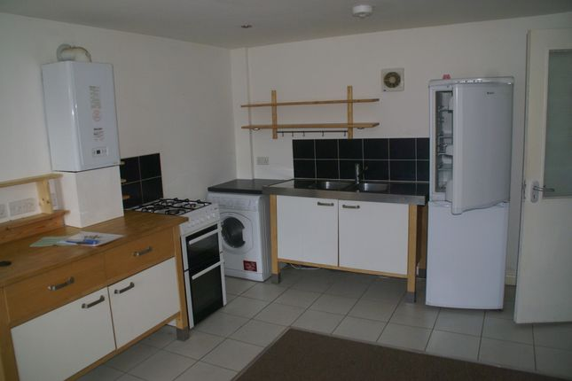 2 bed flat to rent in New Street, Paignton