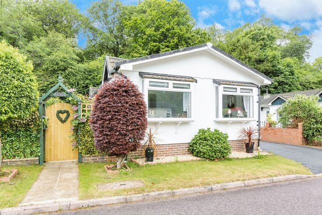 Thumbnail 2 bedroom mobile/park home for sale in Barn Close, Box Hill, Tadworth