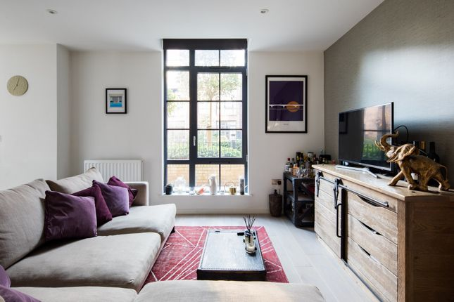 Thumbnail Flat to rent in Valentine Place, London