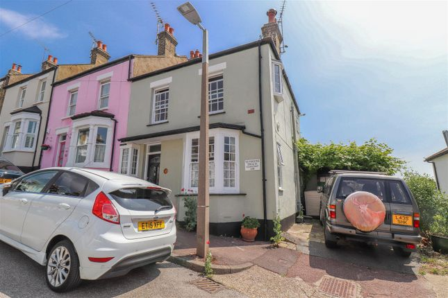 Thumbnail End terrace house for sale in Uttons Avenue, Leigh-On-Sea