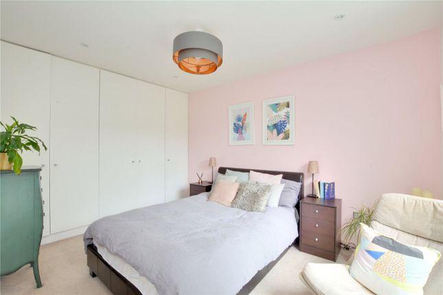 Picture No. 10 of Howard Court, Blackheath Hill, Greenwich, London SE10