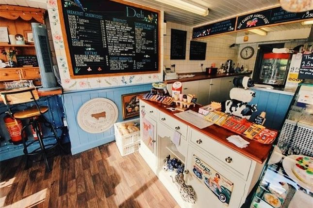 Thumbnail Restaurant/cafe for sale in Cafe & Sandwich Bars HX6, West Yorkshire