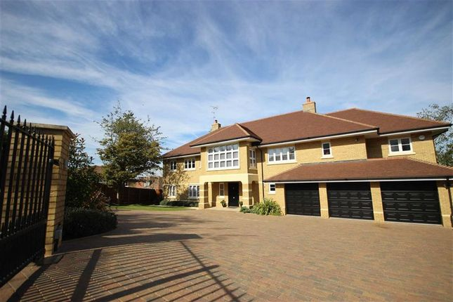 Thumbnail Detached house for sale in The Hammonds, Harpenden, Hertfordshire