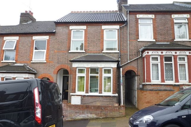Thumbnail Terraced house to rent in Chiltern Rise, Town Centre