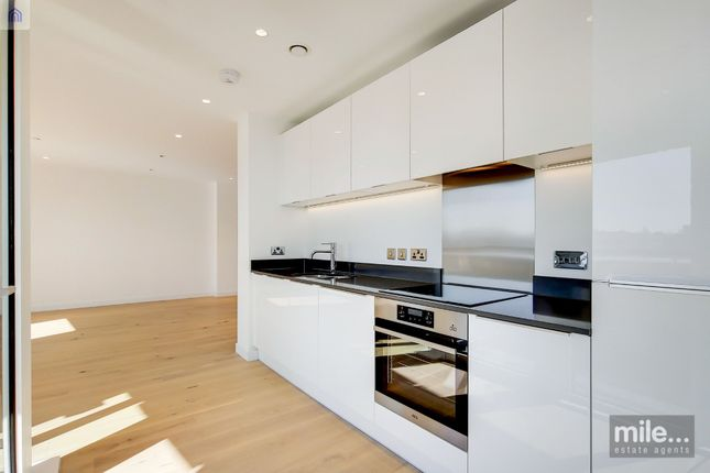 2 bed flat to rent in Capitol Way, London NW9