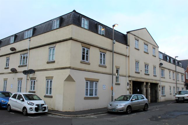 2 bed flat to rent in Gloucester Mews, Weymouth DT4