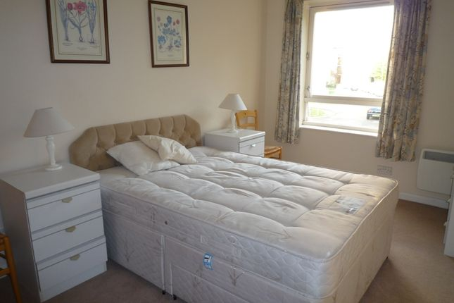 2 bed flat to rent in Victoria Drive, Southfields