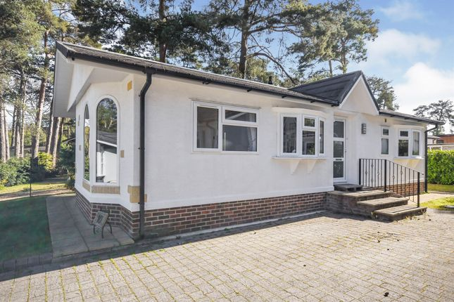 2 bed mobile/park home for sale in Drakes Road, Lone Pine Park, Ferndown BH22