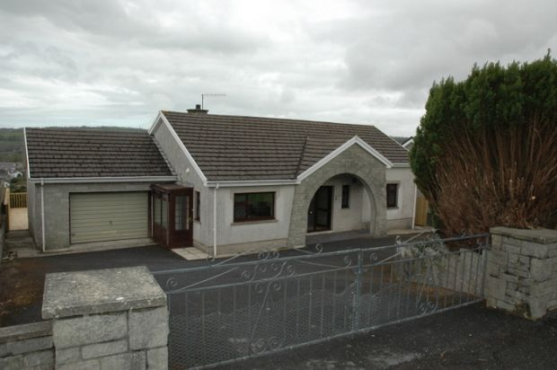 3 bed detached bungalow for sale in Heol Y Gof, Newcastle Emlyn, Carmarthenshire