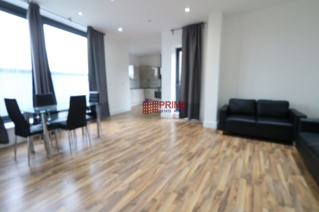 Thumbnail Penthouse to rent in Cambridge Heath Road, Bethnal Green/Whitechapel