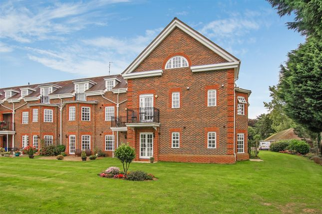 Thumbnail Flat for sale in Benningfield Gardens, Berkhamsted