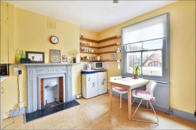 2 bed flat to rent in Saltram Crescent, Queen's Park, London
