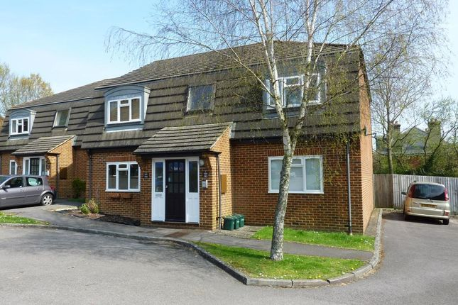 1 bed flat to rent in The Chantrys, Farnham GU9