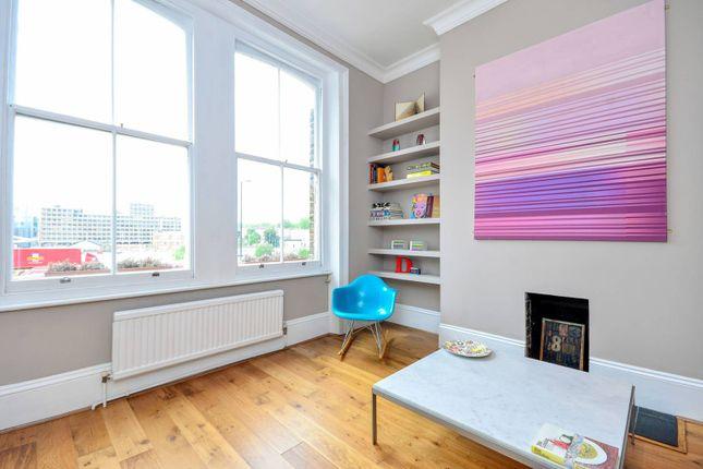 Thumbnail Flat to rent in Farringdon Road, Finsbury, London