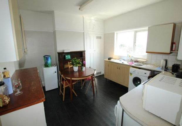 Thumbnail Flat to rent in River View, Chadwell St. Mary, Grays