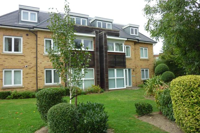 Thumbnail Flat to rent in Hercies Road, Uxbridge