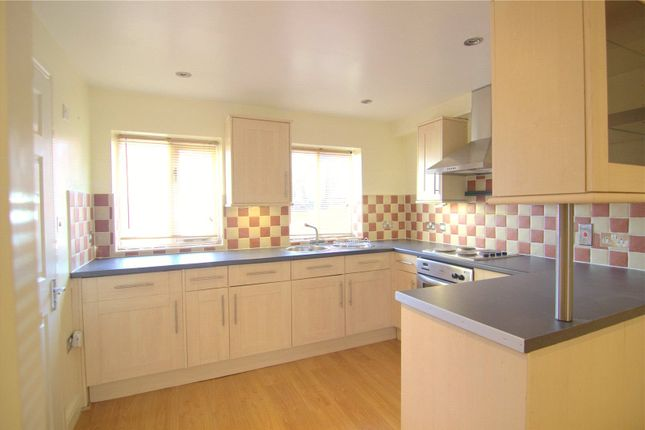 Thumbnail Flat to rent in Queen Street, Cirencester, Gloucestershire