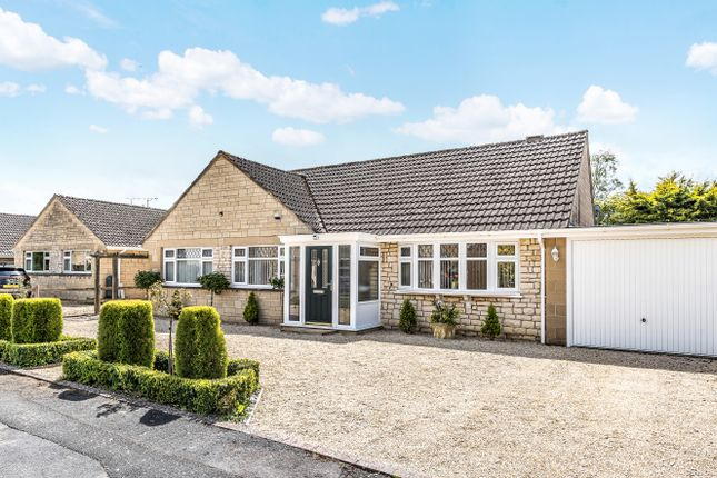 3 bed bungalow for sale in Kingsmead, Lechlade GL7