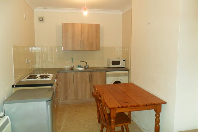 Thumbnail Flat to rent in Station Road, Liphook