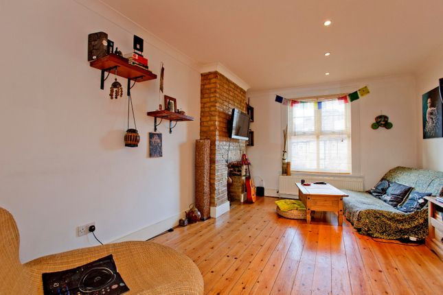 Thumbnail Flat to rent in Farrant Avenue, London