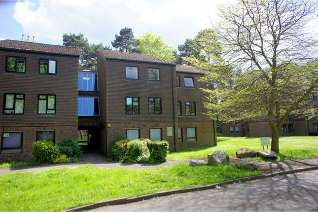 Thumbnail Flat for sale in Dawsmere Close, Camberley