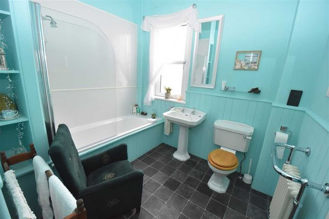 Bathroom of Preston Crescent, Inverkeithing KY11