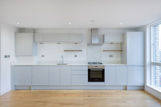 Thumbnail Flat for sale in Southwark Park Road, London