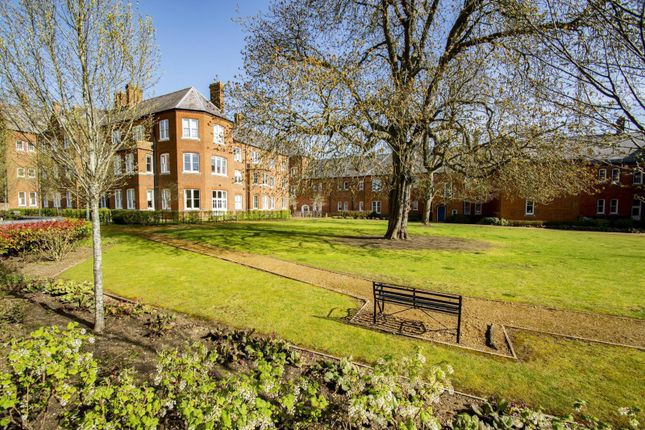 Thumbnail Flat for sale in Ipsden Court, Cholsey, Wallingford