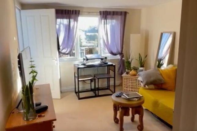 Studio to rent in Studio Flat In Carlton Road, South Croydon CR2