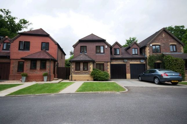 Thumbnail Link-detached house to rent in New Place Gardens, Lingfield