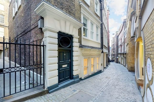 Thumbnail Flat to rent in Lovat Lane, London