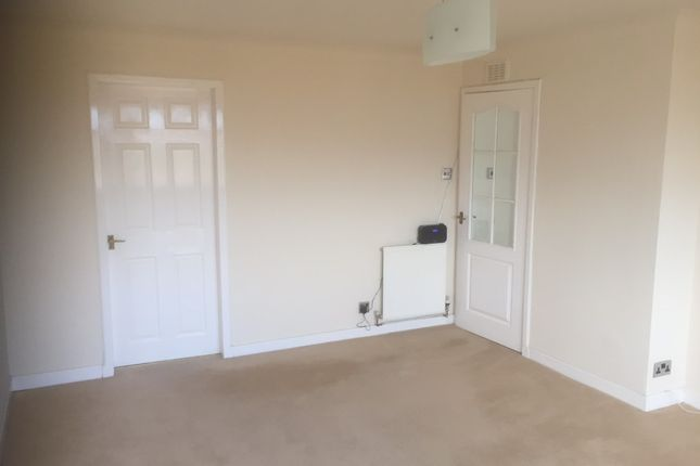 Thumbnail Flat to rent in Gairloch Crescent, Redding, Falkirk