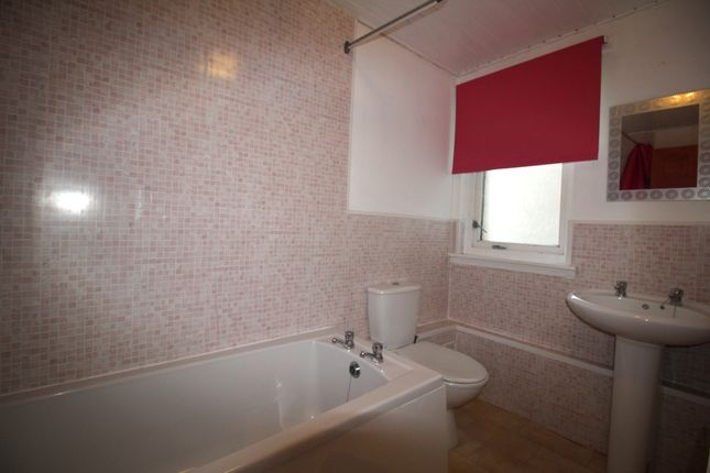 Bathroom of Wardlaw Crescent, East Kilbride, Glasgow G75
