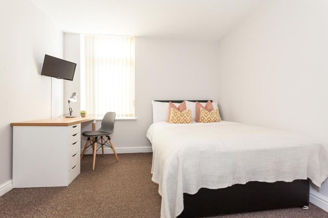 Thumbnail Shared accommodation to rent in Moy Road, Cardiff