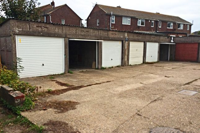 Parking/garage to rent in Middle Road, Hastings