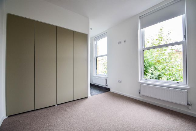 Thumbnail Flat to rent in Dunlace Road, London