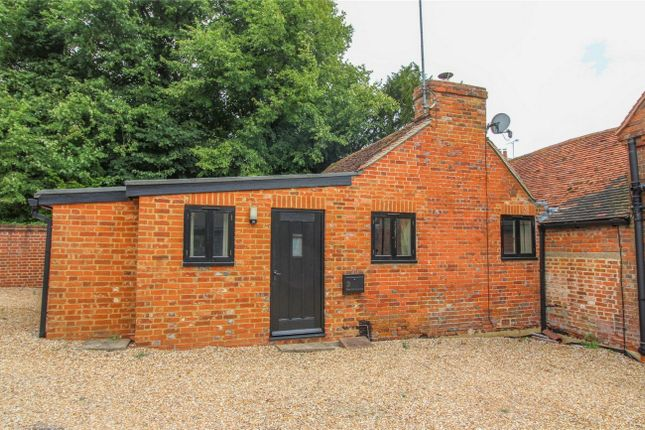Thumbnail Flat to rent in Lees Hill, South Warnborough, Hook