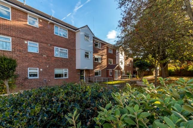 Thumbnail Flat for sale in Boston Avenue, Rayleigh, Essex