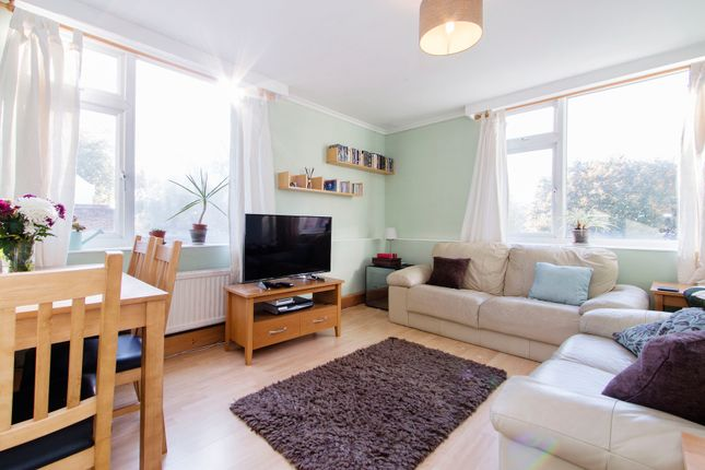 2 bed flat for sale in Bethnal Green Road, Shoreditch