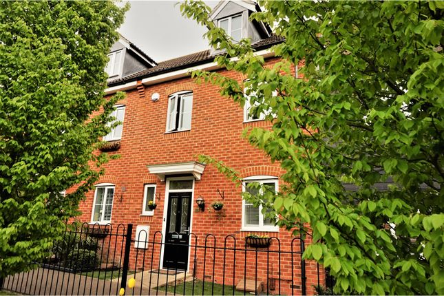Thumbnail Town house for sale in Wingfield Drive, Orsett