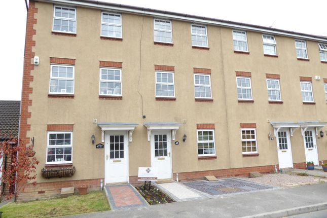 Thumbnail Town house for sale in Warwick Way, Wilmington, Kent